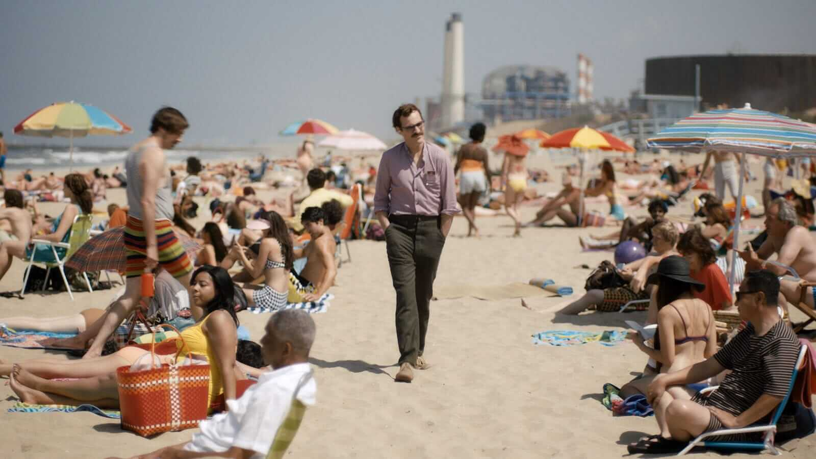 How Spike Jonze Shoots Movies About Loneliness - Wide Shot
