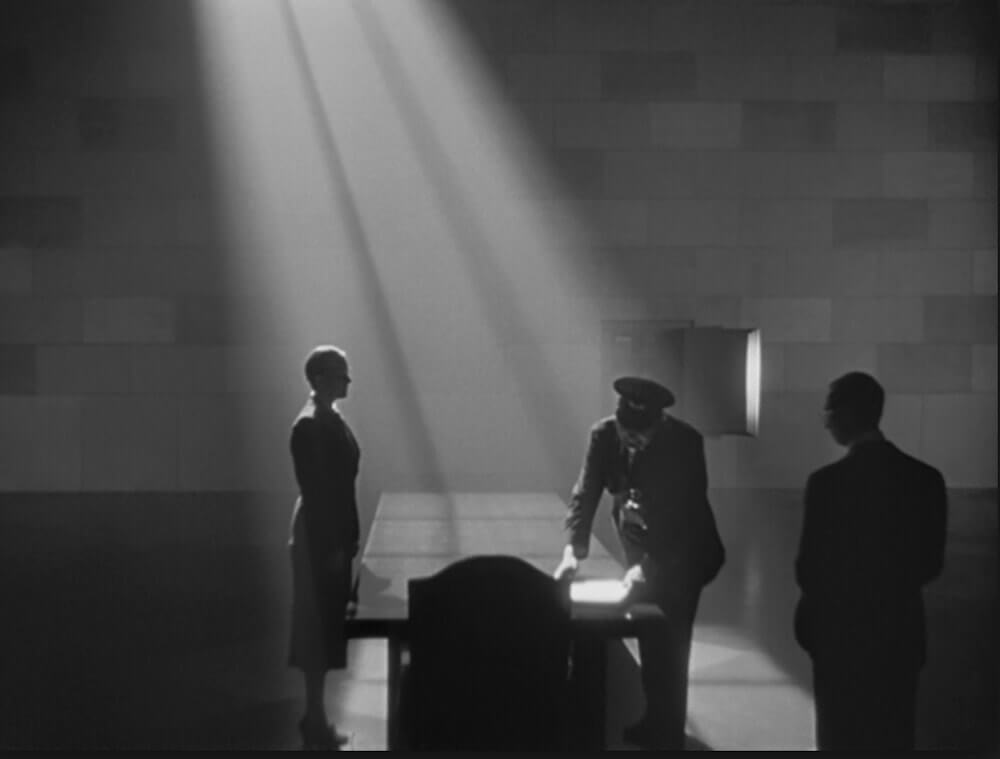 Best Cinematography Techniques and TIps - Light and shadow in Citizen Kane